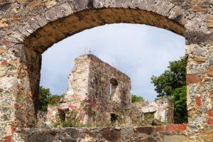 caneel ruin thru arch